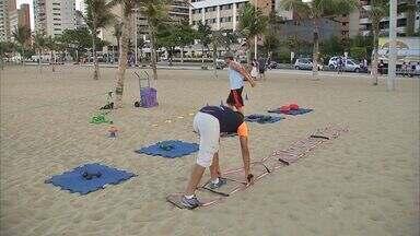 Prefeitura libera espaço de praia para prática de exercícios físicos - Educadores tiveram equipamentos apreendidos para regularização, mas prefeitura voltou atrás.