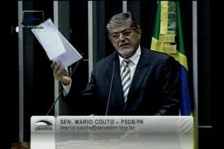 Senador Mário Couto rasga documento com o pedido de abertura da CPI da Sudam - Houve discussão entre o parlamentar paraense e o presidente da casa.