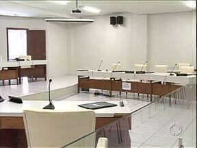 Vereadores de Umuarama fazem sessão extraordinária para aumentar salário de diretores - Nenhum morador da cidade acompanhou a votação