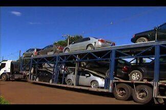 Cerca de 100 veículos roubados já foram repatriados - Veículos roubados em vários estados e levados para a Bolívia já retornaram ao Brasil desde que o governo boliviano determinou a devolução, há quase dois meses.