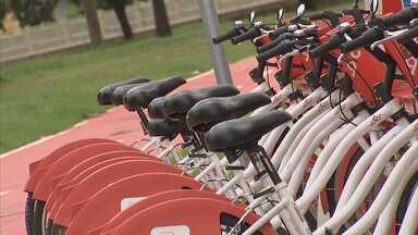 Bicicleta - Em Sorocaba a prefeitura oferece bicicletas de graça. Elas ficam espalhadas em 19 pontos da cidade e para retirá-las o usuário precisa apenas fazer um cadastro.