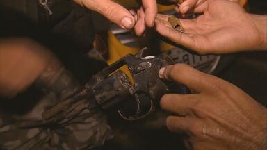 Operação combate tráfico de drogas em áreas próximas à Arena da Copa, em PE - Uso de armas também foi fiscalizado nas áreas de Camaragibe e São Lourenço.