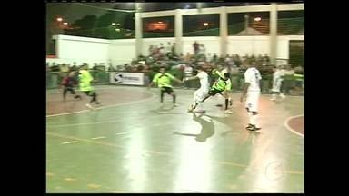 Mendes, RJ, supera Miguel Pereira, RJ, pela Copa Rio Sul de Futsal - Miguel Pereira bem que tentou, mas vitória ficou mesmo com Mendes. A equipe jogou em casa com o apoio da torcida.