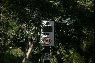 Alguns locais em Passo Fundo apresentam dois controladores de velocidades - Mais de 15 novos semáforos foram instalados ficando próximos de lombadas eletrônicas