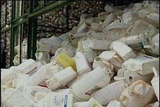 Goiás é terceiro estado que mais encaminhou embalagens de agrotóxicos para a reciclagem - Município de Rio Verde, no sudoeste do estado, lidera o ranking goiano. Cerca de 350 toneladas desses produtos foram processadas na centrais de recebimentos da cidade.