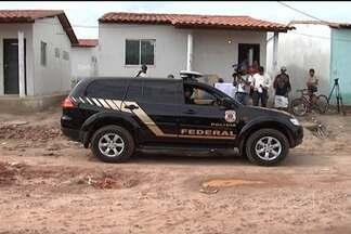 Invasores desocupam casas do Residencial Nova Miritiua, em São José de Ribamar - Na manhã desta sexta (19), cerca de 15 casas ainda estavam ocupadas irregularmente. O prazo para saída dos invasores terminou ontem, e hoje começou a reintegração de posse dos imóveis pela polícia federal.
