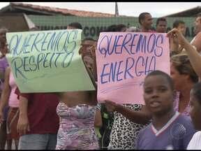 Sem energia elétrica, moradores fazem protesto em Canabrava - Instalação da rede elétrica está danificada