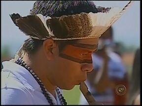 Dia do Índio é comemorado com dança na reserva Araribá em Avaí, SP - Diferentes povos e culturas em um só lugar. Na reserva de Araribá, em Avaí (SP), não foi preciso ser da tribo pra comemorar o Dia do Índio e do centenário da reserva. Nesta sexta-feira (19), centenas de alunos de escolas públicas participaram.