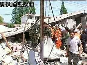 Terremoto mata mais de 150 pessoas na China - Terremoto provocou mais de 150 mortes. Mais de cinco mil feridos foram socorridos. As autoridades chinesas acreditam que o número de vítimas possa ser maior.