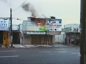 Ateliê em Feira de Santana fica destruído após incêndio na manhã do último domingo - Apesar de ter muitos produtos inflamáveis, o Corpo de Bombeiros conseguiu apagar as chamas ainda no final da manhã.