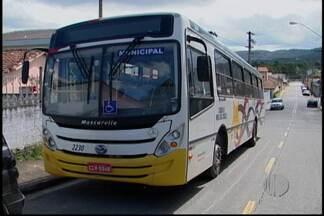 Motorista presta depoimento pela morte de um homem em Mogi - Nesta terça-feira (23), um motorista de um ônibus deve prestar depoimento por atropelar e matar um homem após uma briga.