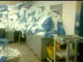 Funcionários do Hospital Regional de Taguatinga denunciam problemas na lavanderia - De acordo com os trabalhadores, por falta de manutenção nas máquinas de passar e secar, os lençois sujos se acumulam e até ratos teriam sido encontrados por lá. O secret;ario adjunto não deu prazo para resolver o problema.