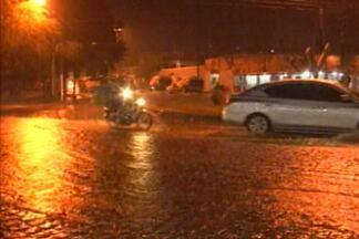 Chuva causa alagamentos em João Pessoa e Campina Grande - E veja se chuva já foi o suficientente para ajudar o homem do campo que sofre com a seca desde 2012.
