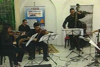 Quinteto de música clássica se apresentou no Parque da Criança, em Campina Grande - Teve campinense que deixou a tradicional caminhada noturna para prestigiar os artistas.