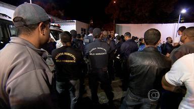 Em greve, guardas municipais invadem sede da instituição - Manifestação foi na noite desta quinta-feira (25)