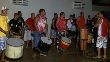 Festival de Bumba Meu Boi de Alagoas acontece neste fim de semana em Maceió - A praça Multieventos na Pajuçara será palco do Festival de Bois deste ano. Os grupos correm contra o tempo para acertar os últimos detalhes para as apresentações.