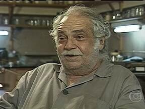 Paulo Vanzolini morre aos 89 anos em São Paulo - O compositor foi internado na UTI, na quinta-feira (25), por causa de uma pneumonia. Vanzolini compôs músicas famosas como 'Volta por Cima' e 'Ronda'. Ele também foi diretor do Museu de Zoologia da USP, onde trabalhou por mais de 40 anos.