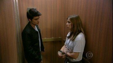 Malhação - Capítulo de terça-feira, dia 30/04/2013, na íntegra - Vitor e Lia ficam presos juntos no elevador!