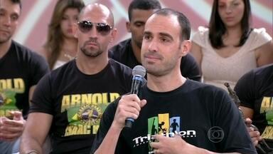 Rafael Pazos lamenta morte do amigo e pede mais fiscalização - O triatleta Pedro Nikolay foi atingido por um ônibus em Ipanema no fim de seu treinamento