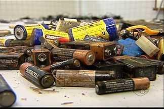 Saiba como fazer o descarte correto de pilhas e baterias - Não é indicado que o material seja jogado em lixo comum.