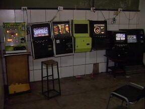 Polícia fecha pela 2ª vez cassino que funcionava na Zona Sul de Teresina - Local é fechado pela segunda vez em menos de três meses, diz major.Segundo a polícia, máquinas ficavam escondidas nos fundos de um bar.