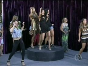Dani Monteiro vai às ruas selecionar novas bailarinas do 'Conga' - Mulherada carioca mostra o rebolado ao som de Gretchen