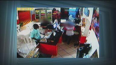 Quadrilha assalta pizzaria em Mongaguá (SP) - Quatro homens armados assaltaram uma pizzaria em Mongaguá, no litoral de São Paulo. Foi a segunda vez que a quadrilha roubou o comércio.
