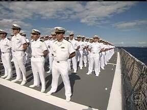 Navio-escola prepara os futuros oficiais da marinha brasileira - A bordo do Navio-Escola Brasil, há 450 pessoas, sendo 180 são jovens recém-saídos da escola naval. Ao final da viagem, que começou na paradisíaca Ilha de Cozumel, no México, eles serão oficiais.