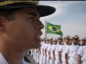 Alunos de navio-escola participam de exercícios no mar da Colômbia - A bordo do Navio-Escola Brasil, os alunos formam três equipes e partem para o combate. Vence quem usa a melhor estratégia. É um exercício diário, que dura cerca de duas horas.