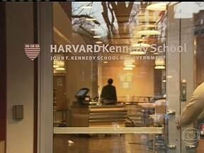 Cresce número de brasileiros aceitos por universidades dos EUA - Harvard escolheu seis brasileiros este ano, um recorde para a melhor universidade do mundo. Apesar de estar crescendo o número de estudantes nos Estados Unidos, o país ainda é o 14º na lista das nações que mais têm alunos nas universidades dos EUA.