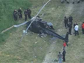 Aeronáutica vai fazer perícia para saber causas de queda de helicóptero da Polícia Civil - A Aeronáutica vai fazer uma perícia para identificar as causas da queda do helicóptero da Polícia Civil na tarde de quinta-feira (2). Já foi descartada a hipótese da aeronave ter sido atingida por tiros.