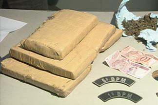 Polícia apreende cinco quilos de maconha em João Pessoa, PB - Policiais da Rotam faziam ronda quando flagraram os dois homens com a droga dentro de uma mochila.