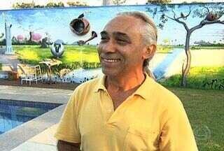 Artista plástico Luiz Xavier mostra processo criativo de suas obras - O artista Luiz Xavier é paulista, veio para Campo Grande na década de 80 e é considerado um dos principais artista de Mato Grosso do Sul. Saiba um pouco mais sobre a história desse artista e como é o processo criativo de suas obras.