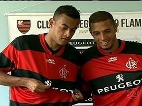 Seis contratações agitam estadia do Flamengo em Pinheral - Roger Carvalho, Diego Silva, Paulinho, Val, Bruninho e Marcelo Moreno foram anunciados como novos reforços do rubro-negro e se juntaram ao elenco.