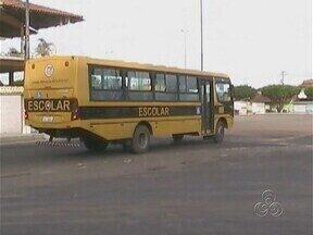 Estudantes de Parintins enfrentam riscos no deslocamento até escolas - Ônibus e embarcações lotados são alguns dos problemas enfrentados.