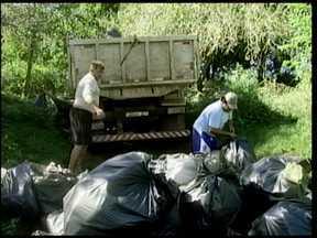 Mutirão de limpeza no Rio Uruguai - Quase 200 voluntários limparam o rio em Porto Xavier. A ação foi promovida pela Associação dos Pescadores, Emater e Prefeitura.