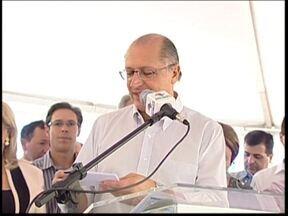 Alckmin faz entrega de 91 casas populares em Pilar do Sul, SP - Neste sábado (11), o governador do Estado de São Paulo, Geraldo Alckmin, participou da cerimônia de entrega de 91 casas populares em Pilar do Sul (SP).