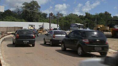 Obra em avenida de Fortaleza surpreende motoristas - Obra em avenida de Fortaleza surpreende motoristas. túnel será construído na Avenida Santos Dumont.