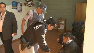 Suspeitos de explodirem bancos ficarão presos em Passos, MG - Seis homens foram detidos após perseguição até Batatais.