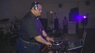 Padre DJ anima 'balada' para jovens católicos de Manaus - Objetivo é aproximar jovens e igreja