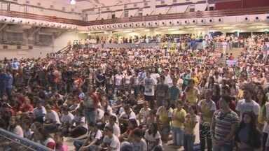 Jovens católicos participam de encontro da juventude, em Manaus - Eles discutiram temas como violência e maioridade penal