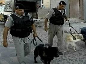 Três pessoas são presas por tráfico de drogas em Pelotas - Grupo de inteligência da Brigada Militar monitorava o local