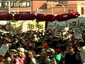 Manifestantes protestam pelas ruas da Espanha - Os manifestantes denunciaram que apesar dos cortes severos nos benefícios, a crise na economia não deu sinal de trégua. O desemprego segue alto e jovens qualificados estão tendo que emigrar para outros países.
