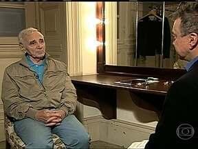 Charles Aznavour chega ao Brasil para série de shows - Charles Aznavour é autor de mais de mil músicas que marcaram a vida de muitas gerações. Ele encantou plateias do mundo inteiro e vendeu mais de 200 milhões de discos.