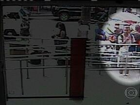 Polícia divulga as imagens de suspeito de estuprar recepcionista de clínica de Bonsucesso - Imagens feitas pela câmera de segurança de um banco mostram o homem, que espera na calçada, enquanto uma jovem entra na agência. Ele é acusado de estuprar a recepcionista de uma clínica de estética durante um assalto.