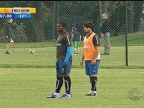 Grêmio faz treino fechado na Colômbia a poucos dias do embate contra o Santa Fé - Luxa tenta passar todas as recomendações para a equipe porque não comandará o time da beira do campo.