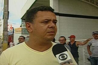 Carro bate em moto no cruzamento das ruas Antenor Navarro e João Suassuna, em CG - Motoristas afirmam que mesmo com sinal de alerta, vários acidentes acontecem no local.