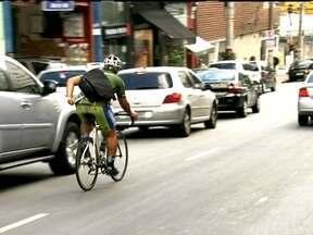 Bicicletas se tornam alternativa de transporte em São Paulo - Um meio de transporte barato e que não polui o meio ambiente vem ganhando cada vez mais as ruas da capital. As bicicletas deixaram de ser usadas só para o lazer mesmo em uma cidade que não está preparada para elas.