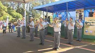 Cravinhos, SP, recebe Brincando na Praça - Evento ofereceu atividades e prestação de serviço ao público.