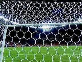 Palco da abertura da Copa das Confederações, Estádio Mané Garrincha é inaugurado - No primeiro jogo, Brasiliense venceu o Brasília, com direito a gol de Romarinho, e conquistou o Campeonato Brasiliense.
